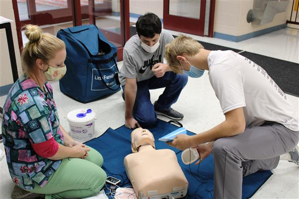 MAHS students learn CPR